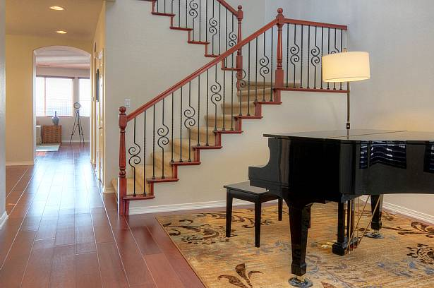 Listing Your Santa Clarita Home And Staging It With Your Own Furniture