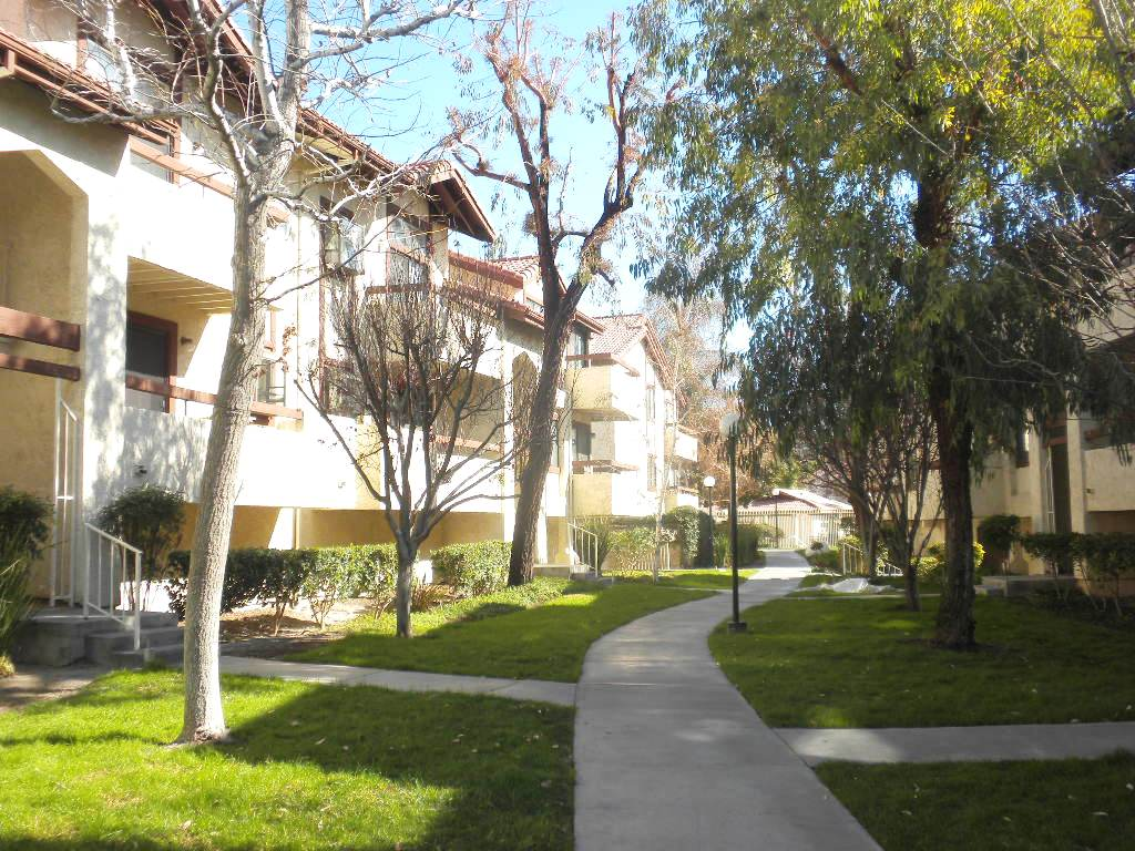 American Beauty Condos In Canyon Country – Investor or Primary Opportunity