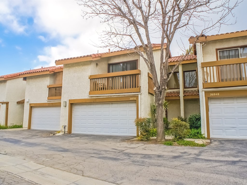 Newhall CA Townhome for sale